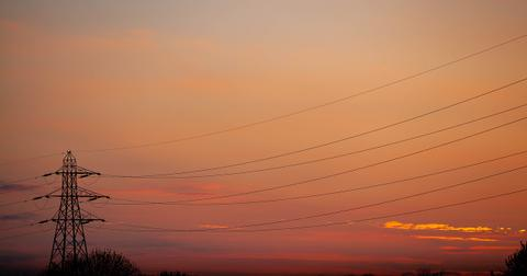 uploads/2019/05/electricity-pylon-4167493_1280.jpg