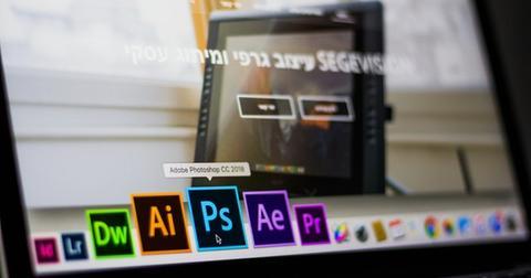 uploads/2019/06/adobe-photoshop-data-desk-693892.jpg