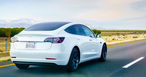 uploads/2019/09/Tesla-3.jpeg