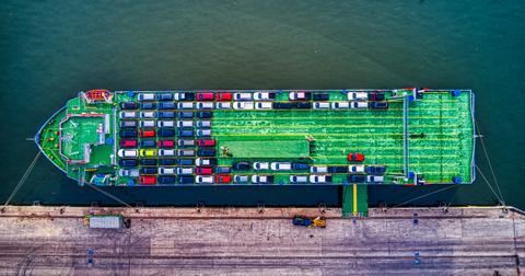 uploads/2019/06/aerial-shot-boat-bridge-2217513.jpg