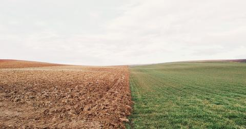 uploads/2018/08/farmland-801817_1280.jpg