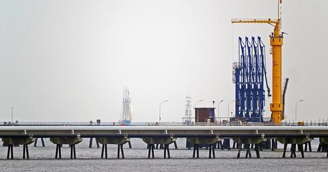 uploads/2018/02/oil-port-1785693_1280-2.jpg