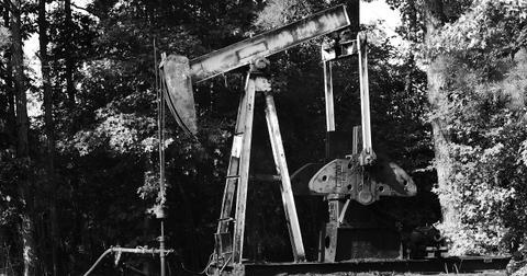 uploads/2018/07/oil-2499156_1280.jpg