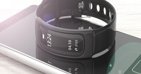 uploads/2019/11/Facebook-Fitbit.jpeg