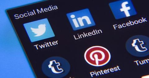 uploads/2019/08/Social-media-stocks.jpg
