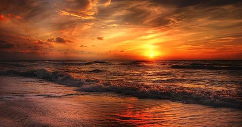 uploads/2018/07/beach-2179624_1920.jpg