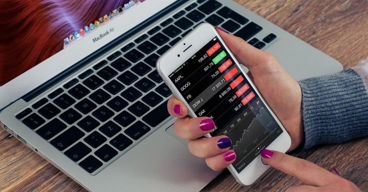 A person trading stocks on smartphone
