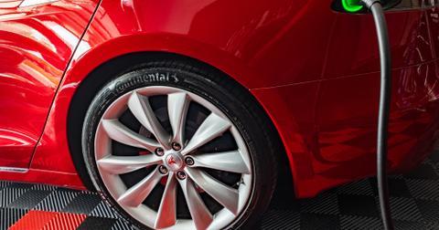 uploads/2019/12/Tesla-EV-electric-car-charging.jpeg