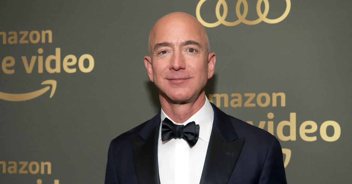 how many shares of amazon does jeff bezos own