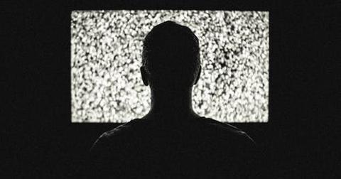 uploads/2019/06/night-television-tv-theme-machines.jpg