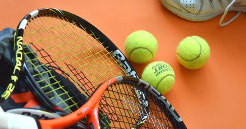 uploads/2019/01/tennis-3554013_1280.jpg