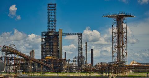 uploads/2019/02/oil-refinery-3713276_1280.jpg