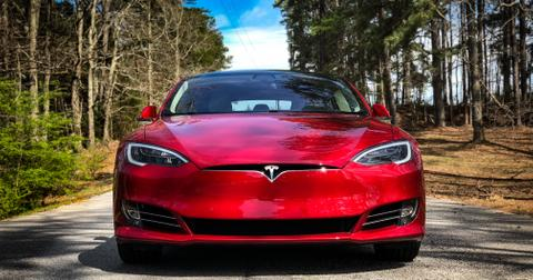 uploads/2019/10/Tesla-3.jpeg