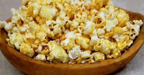 uploads/2019/06/popcorn-1178242_1280.jpg