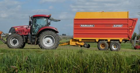 uploads/2018/10/tractor-3720837_1280.jpg
