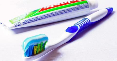 uploads/2019/06/toothbrush-685326_1280.jpg