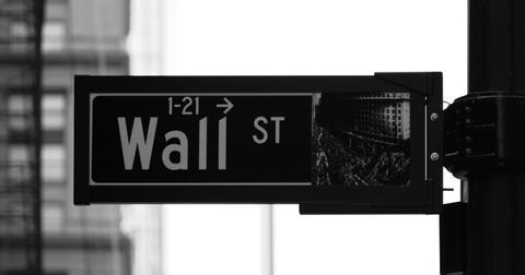uploads/2019/07/WALL-STREET.jpg