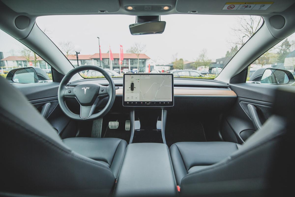 intérieur de voiture tsla