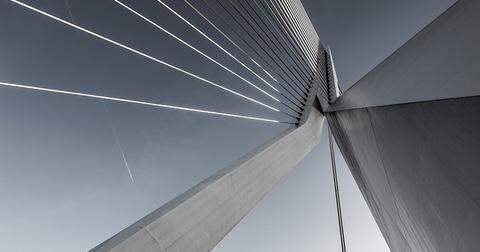 uploads/2019/04/suspension-bridge-1081936_640.jpg