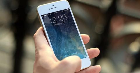 uploads/2020/04/iphone-investing-new-se.jpg