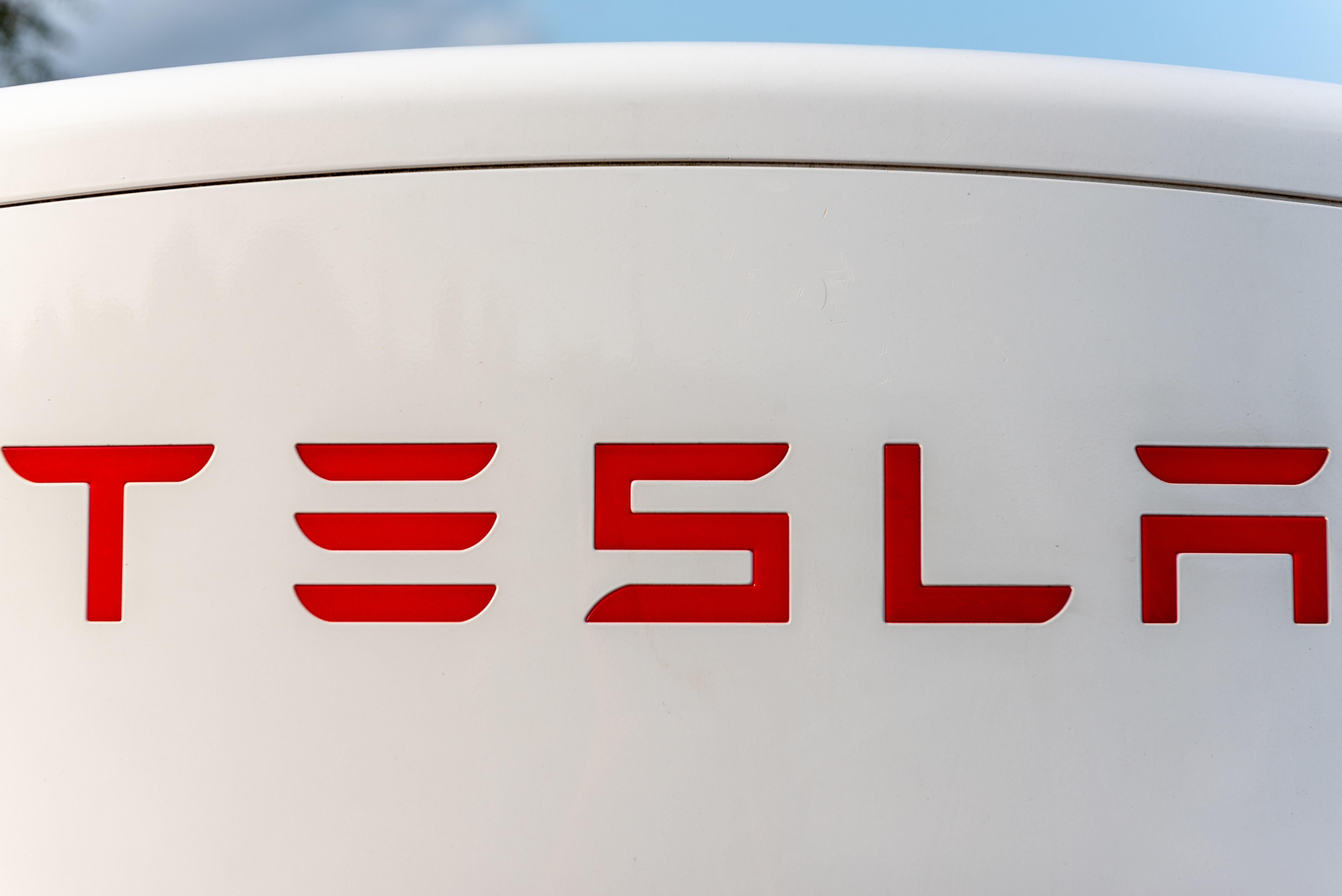uploads///Tesla Elon Musk Twitter