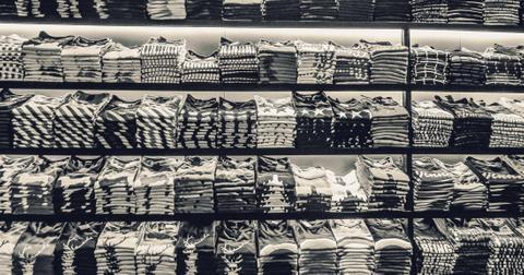 uploads/2019/06/apparel-black-and-white-black-and-white-581339.jpg