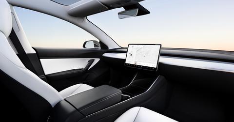 uploads/2019/07/Model-3-Interior-No-Wheel.png