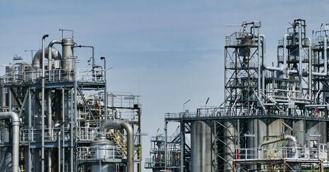 uploads/2018/09/refinery-3613522_1920.jpg
