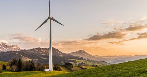 uploads/2019/03/wind-turbine-2218457_1280.jpg