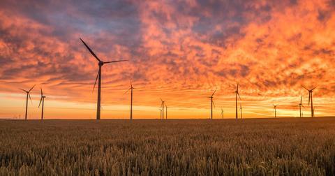 uploads/2018/07/windmills-1838788_1280.jpg