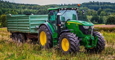uploads/2019/05/tractor-2633099_640.jpg