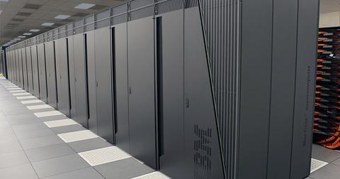 uploads/2019/06/supercomputer-1781372_640.jpg