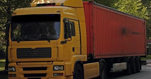 uploads/2019/04/truck-333251_1280.jpg