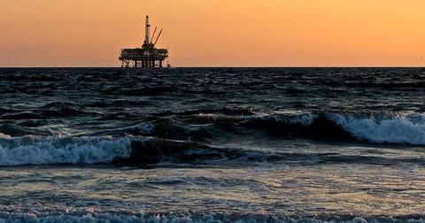 uploads/2018/06/oil-rig-sea-oil-gas-drill-2191711.jpg