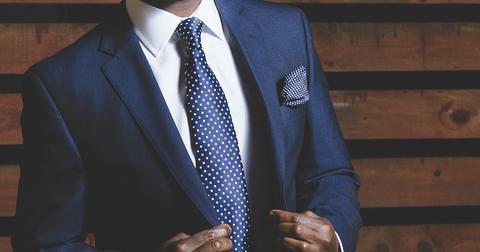 uploads/2019/01/business-suit-690048_1280.jpg