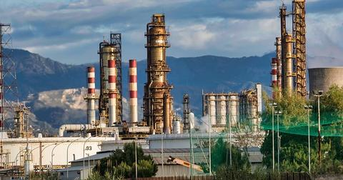uploads/2019/07/refinery-3400043_640.jpg