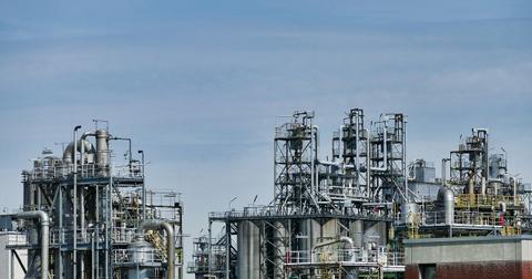 uploads/2018/10/refinery-3613526_1280.jpg