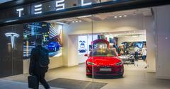 uploads///Tesla marketing