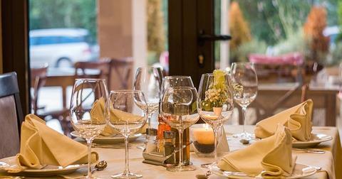 uploads/2018/12/restaurant-449952_640.jpg