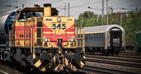 uploads/2019/06/locomotive-1399080_1280.jpg
