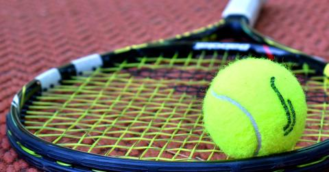 uploads/2018/11/tennis-3552164_1280.jpg