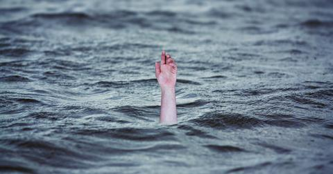 uploads/2018/04/drowning-2049247_1280.jpg